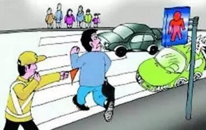 公交司机加速启动致老人摔骨折,看法院怎么判