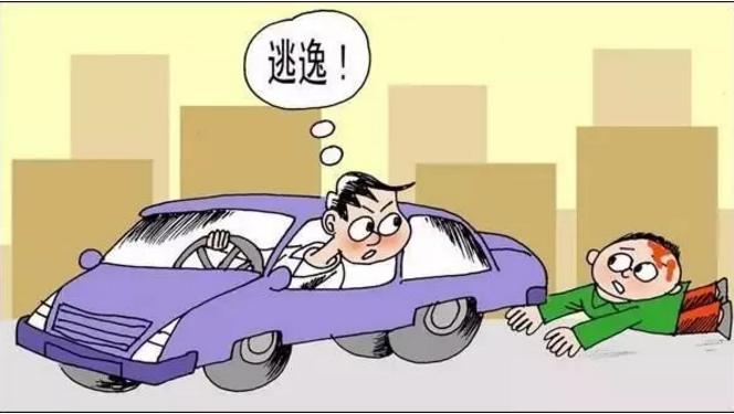 私家车狂追百米撞飞电单车