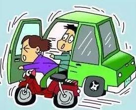 电动车闯红灯被撞,要求判汽车责任!交警教科书式回怼......