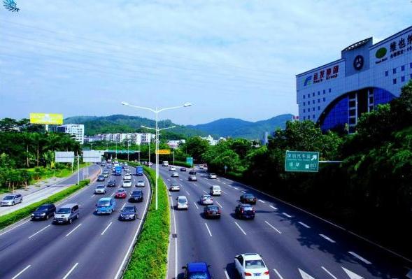 二次碰撞交通事故中如何划分各肇事车辆责任