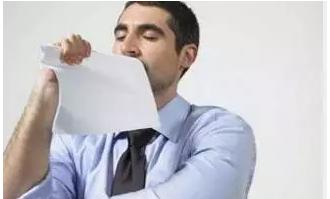 无故要求高级管理人员待岗降薪,用人单位应全额支付工资