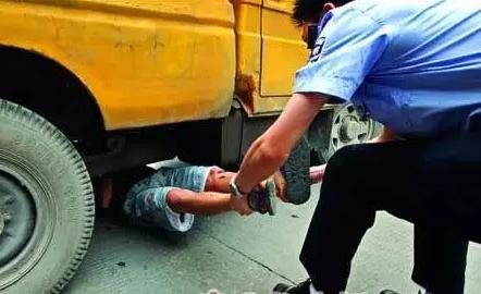被车撞倒又被两车碾轧致死第一辆车获刑