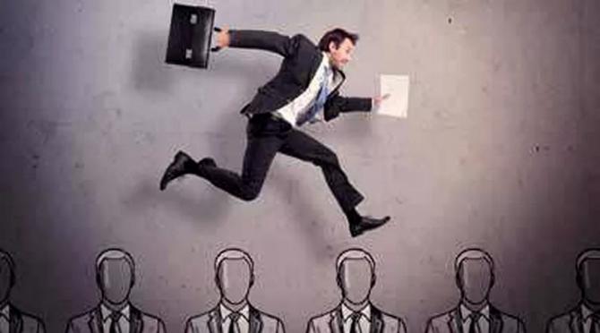 员工因被降级而辞职,企业是否支付补偿金?