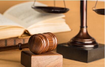 男子醉酒后冻死两同桌饮酒者被判过失致人死亡罪