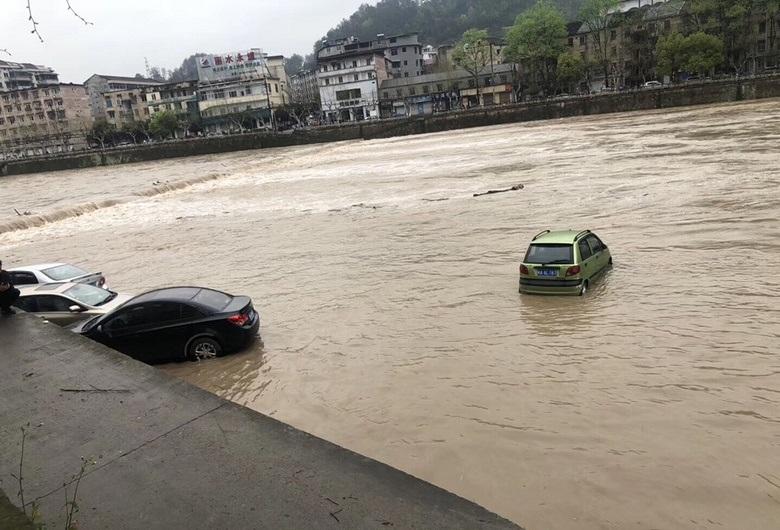 遭遇特大暴雨,车辆泡水后保险赔不赔?